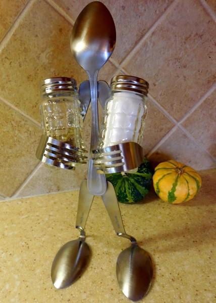 Spoon and Fork salt/pepper shaker holder